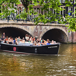 Sloep-tour-amsterdam-experience-activity-dutch-matters