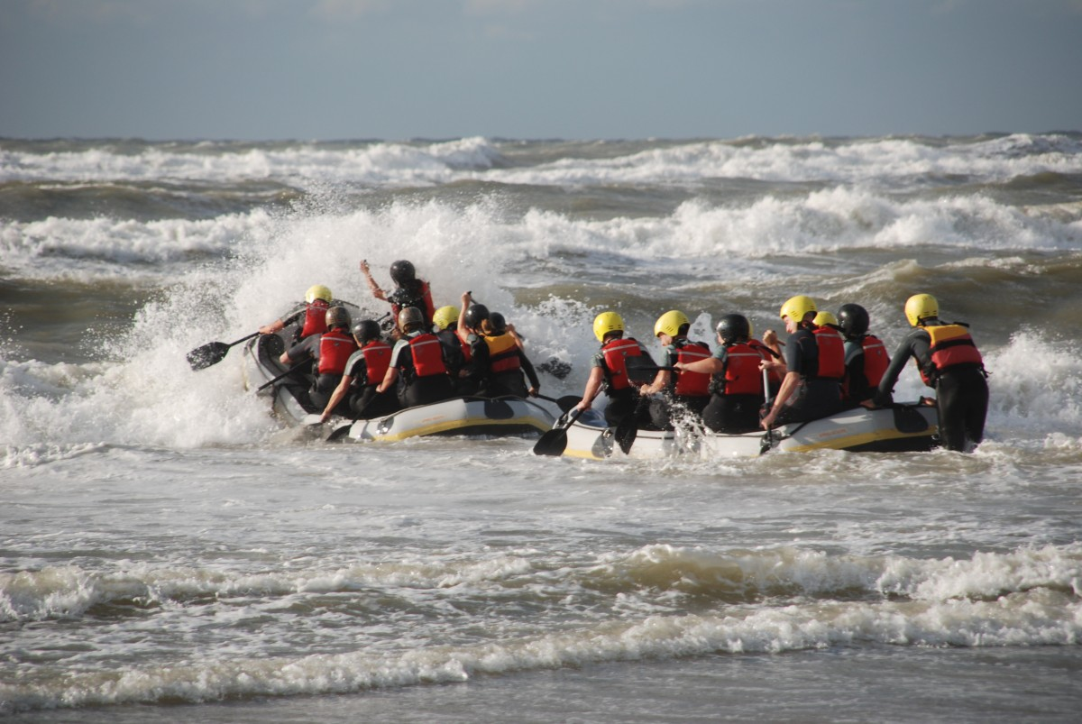 surf-rafting-experience-activity-dutch-matters-e1481203706724