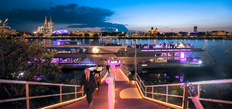 venu-amsterdam-at-boat-on-water-OCEAN-DIVA-dinner-party2