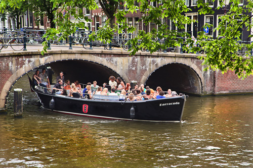 Sloop-tour-amsterdam-experience-activity-dutch-matters