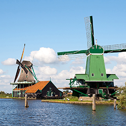 Zaanse-Schans-old-wind-mills-fishermans-village-holland-the-netherlands-tour-dutch-matters-255