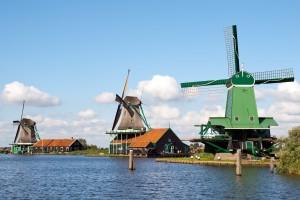 Zaanse-Schans-old-wind-mills-fishermans-village-holland-the-netherlands-tour-dutch-matters