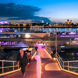 venu-amsterdam-at-boat-on-water-OCEAN-DIVA-dinner-party